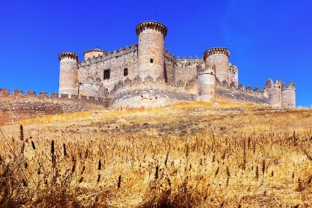 Vista geral do castelo em belmonte