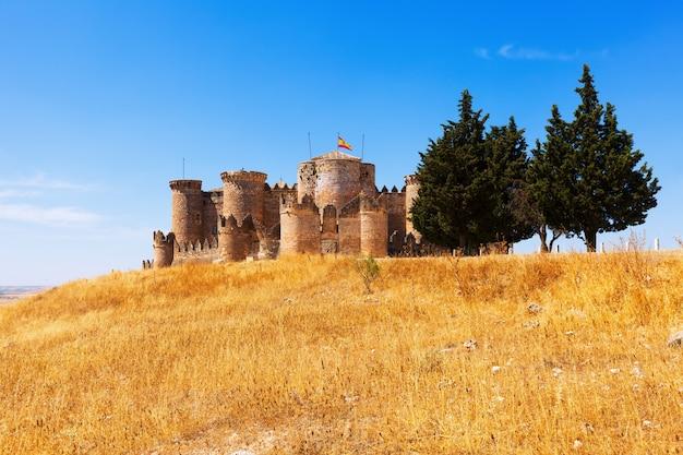 Vista geral do castelo medieval em belmonte