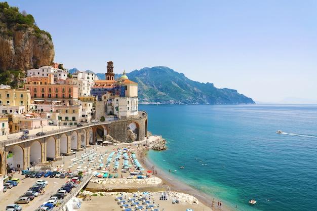 Vista incrível da vila de atrani, costa amalfitana, itália