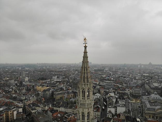 Vista incrível de cima. a capital da bélgica. grande bruxelas. lugar muito histórico e turístico. deve ver. vista do drone. lugar sagrado, telhado incrível