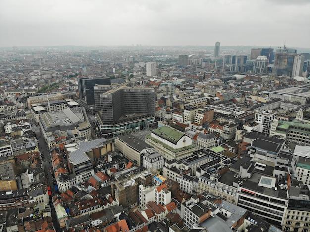 Vista incrível de cima. a capital da bélgica. grande bruxelas. lugar muito histórico e turístico. deve ver. vista do drone. praça principal