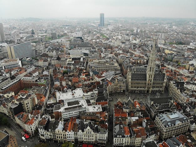 Vista incrível de cima. a capital da bélgica. grande bruxelas. lugar muito histórico e turístico. deve ver. vista do drone.