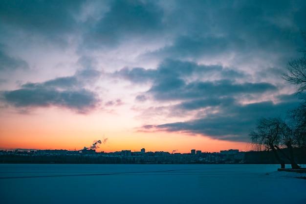 Vista inspiradora da luz do nascer do sol