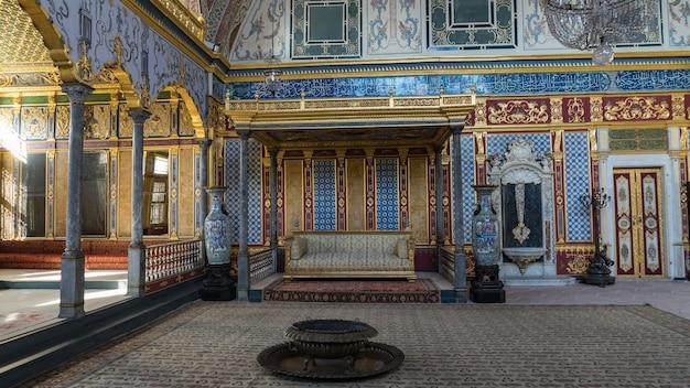 Vista interior de um palácio de topkapi. harem, istambul, turquia.