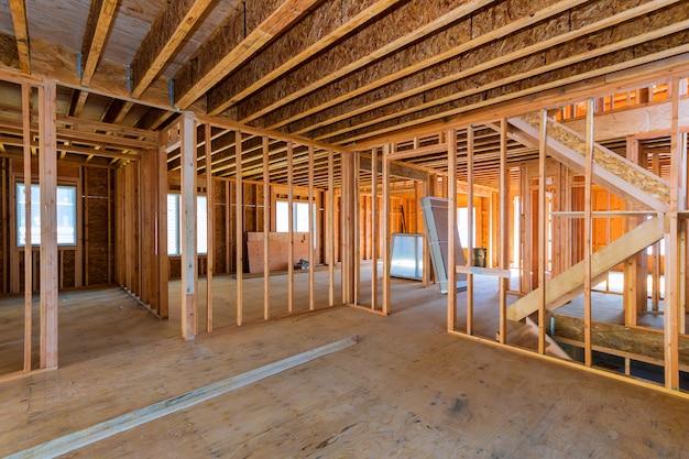 Vista interior de uma casa em construção