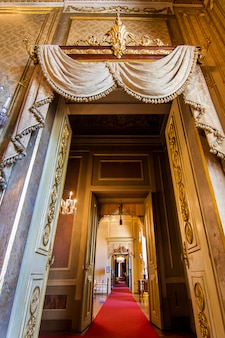 Vista interior de uma das salas bonitas do palácio de ajuda situado em lisboa, portugal.