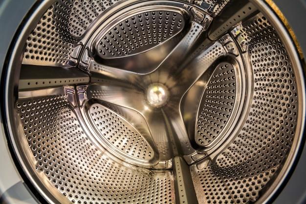 Vista interna de um tambor de uma máquina de lavar