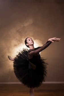 Vista lateral bailarina sonhadora
