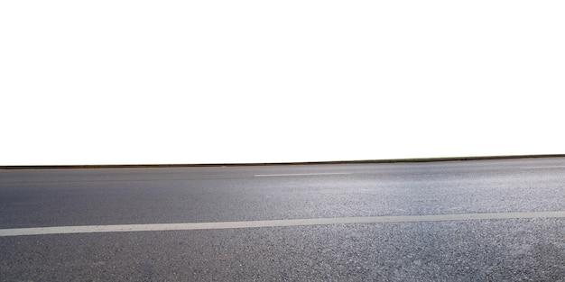 Vista lateral da estrada asfaltada