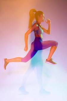 Vista lateral, de, atleta, sprinting