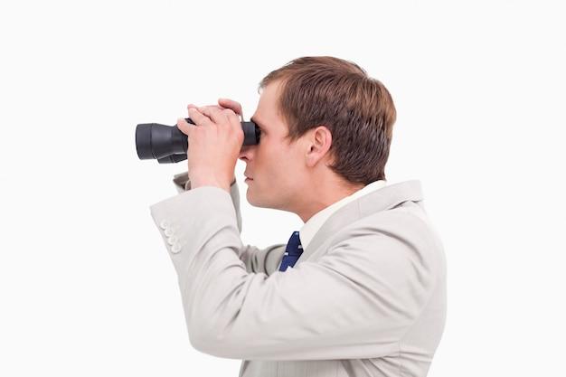 Vista lateral, de, homem negócios, usando, espião, óculos