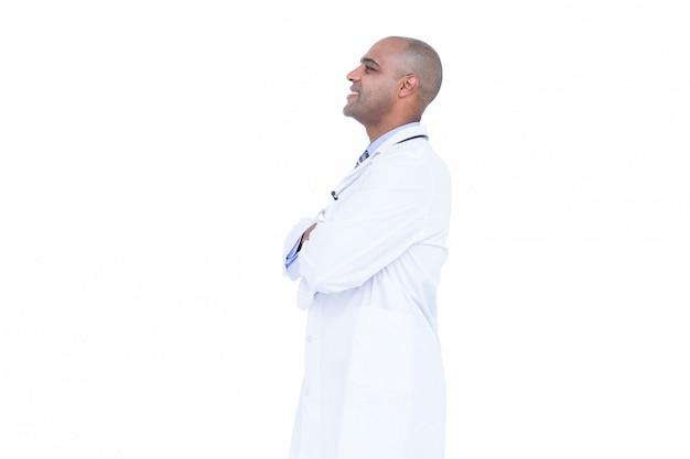 Vista lateral, de, sorrindo, doutor, com, braços cruzaram