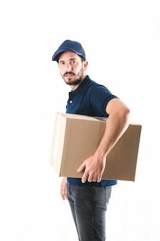 Vista lateral, de, um, homem entrega, com, pacote