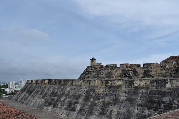 Vista lateral do castelo san felipe de barajas, em cartagena, colômbia