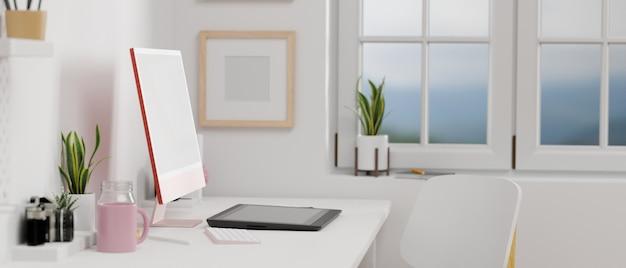 Vista lateral do monitor de computador rosa pastel com tela de simulação, desenho tablet na sala de escritório em casa,