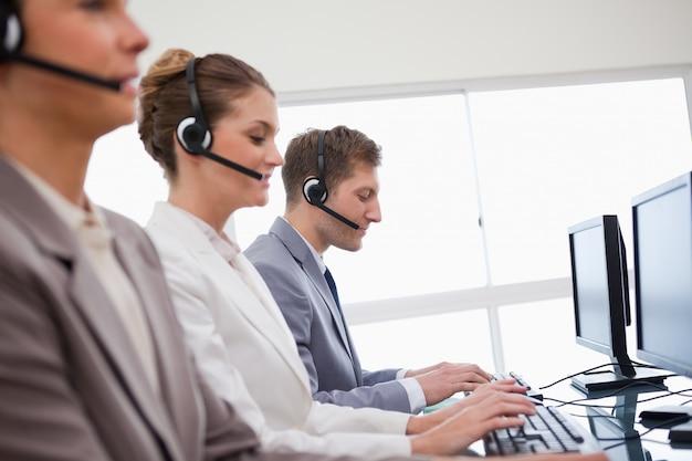 Vista lateral do serviço de consultoria ao cliente