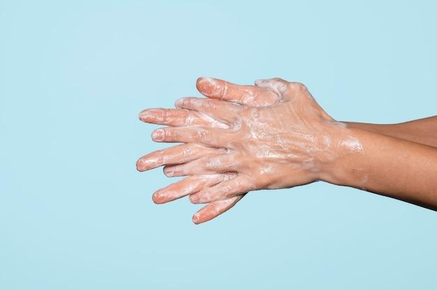 Vista lateral lavagem de mãos