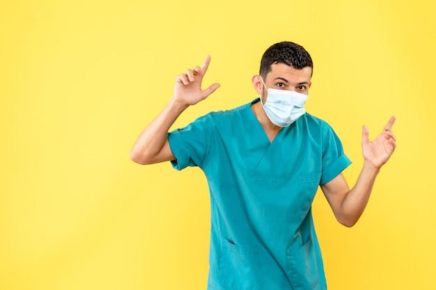 Vista lateral um médico com máscara um médico usa máscara médica por causa da pandemia de covid