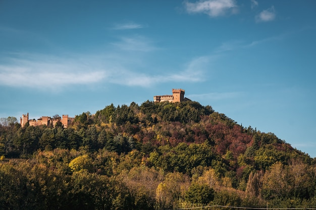 Vista maravilhosa do castelo medieval de san marino