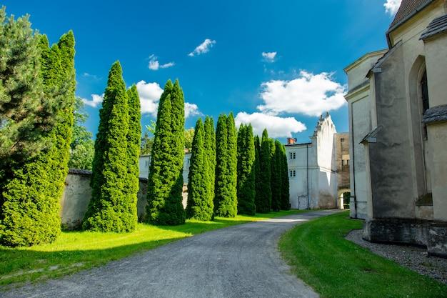Vista na abadia e mosteiro em henrykow, polônia