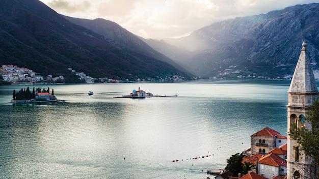 Vista na baía de kotor, montenegro