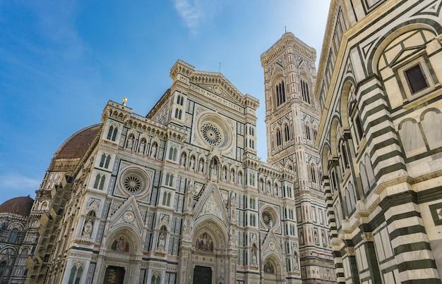 Vista na catedral de florença (cattedrale di santa maria del fiore) na itália