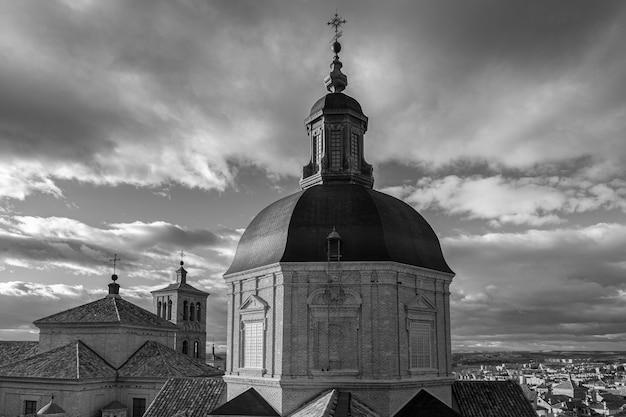 Vista na cidade velha de toledo, espanha