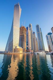 Vista na marina de dubai, emirados árabes unidos