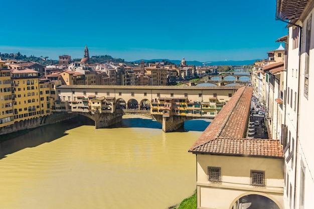 Vista na ponte ponte vecchio em florença, itália