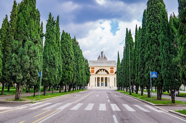 Vista no cimitero monumentale di verona, na itália, construído em 1828