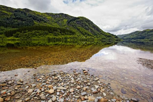 Vista no loch lubnaig, escócia
