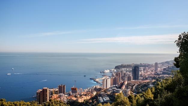 Vista no mónaco e no mar mediterrâneo