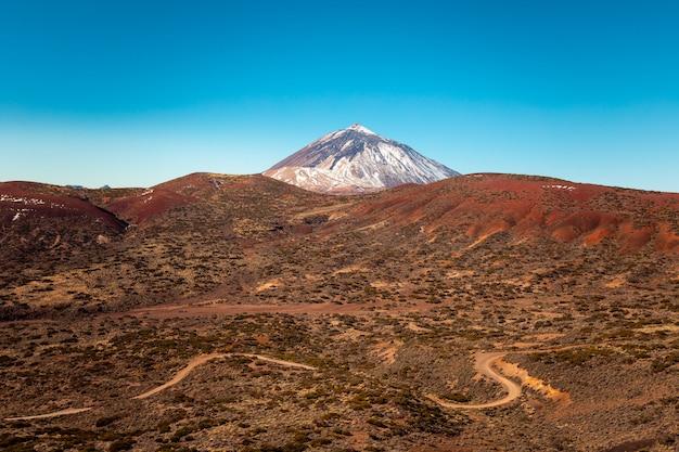 Vista no pico do el teide e no vulcão, o pico mais alto da espanha em tenerife, ilhas canárias, espanha.