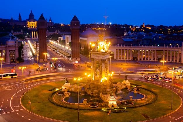 Vista noturna da plaza de espana