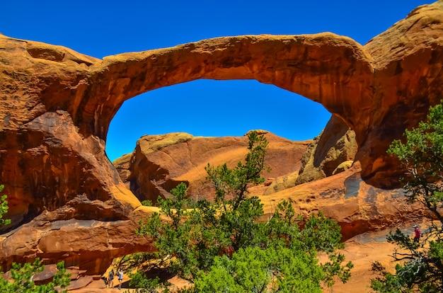 Vista oblíqua do arco. arches national park, utah, eua