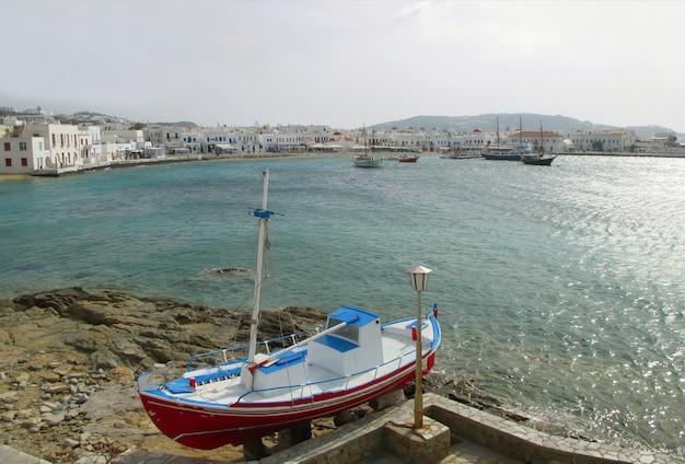 Vista panoramic, de, a, mykonos, porto velho, ligado, um, dia ensolarado, mykonos, ilha, de, grécia