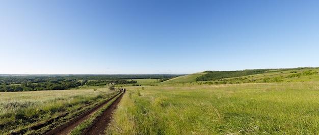 Vista panorâmica à colina e ao vale.