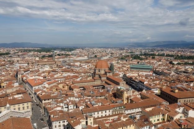 Vista panorâmica aérea da cidade de florença a partir da cúpula da catedral de florença (cattedrale di santa maria del fiore)