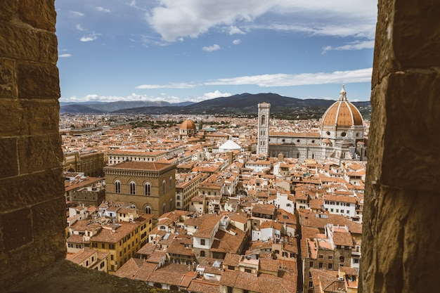 Vista panorâmica aérea da cidade velha de florença e da cattedrale di santa maria del fiore (catedral de santa maria da flor) do palazzo vecchio
