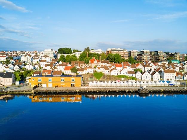 Vista panorâmica aérea da cidade velha de vagen em stavanger, noruega