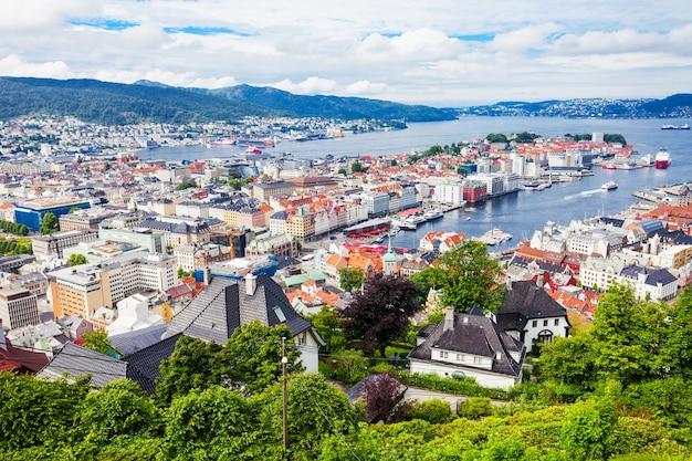 Vista panorâmica aérea de bergen do ponto de vista do monte floyen. bergen é uma cidade e município de hordaland, na noruega.