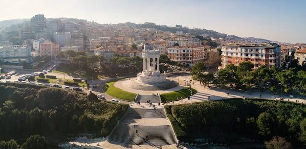 Vista panorâmica aérea do passetto, um monumento aos soldados caídos da segunda guerra mundial na itália