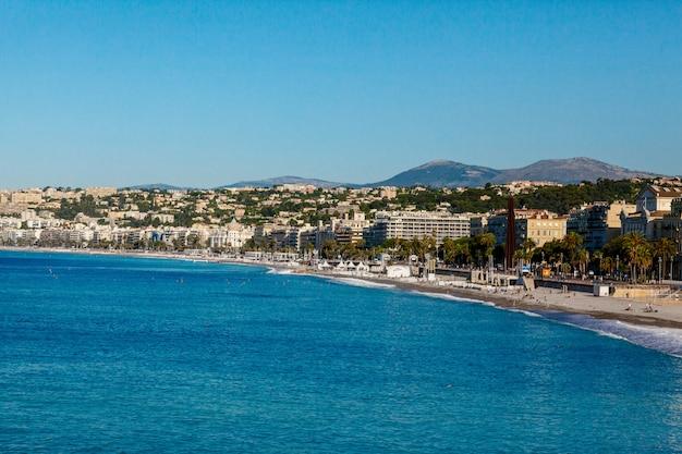 Vista panorâmica da cidade e da costa em nice, frança