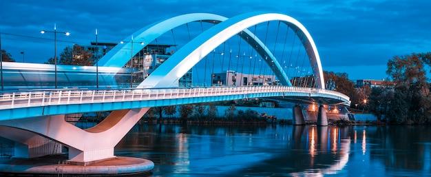 Vista panorâmica da famosa ponte em lyon, frança