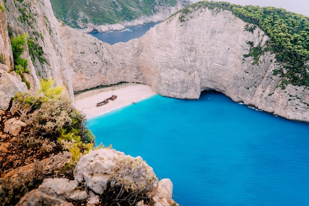 Vista panorâmica da famosa praia de naufrágios de zakynthos, grécia