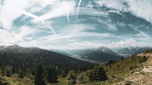 Vista panorâmica da paisagem alpina