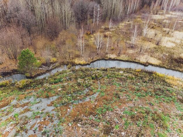 Vista panorâmica da paisagem danificada