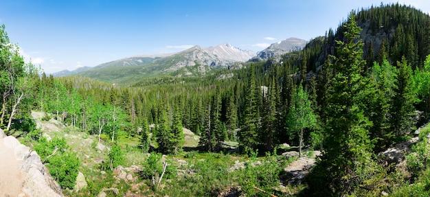 Vista panorâmica da paisagem das montanhas rochosas