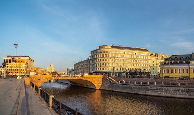 Vista panorâmica da ponte maly moskvoretsky, moscou