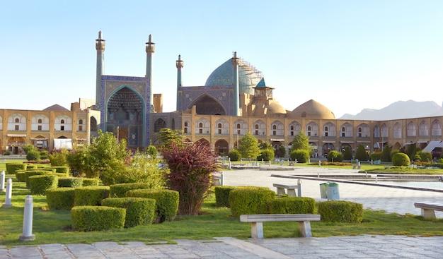 Vista panorâmica da praça principal de isfahan - praça naqsh-e jahan. no centro está a mesquita shah jameh abbasi.